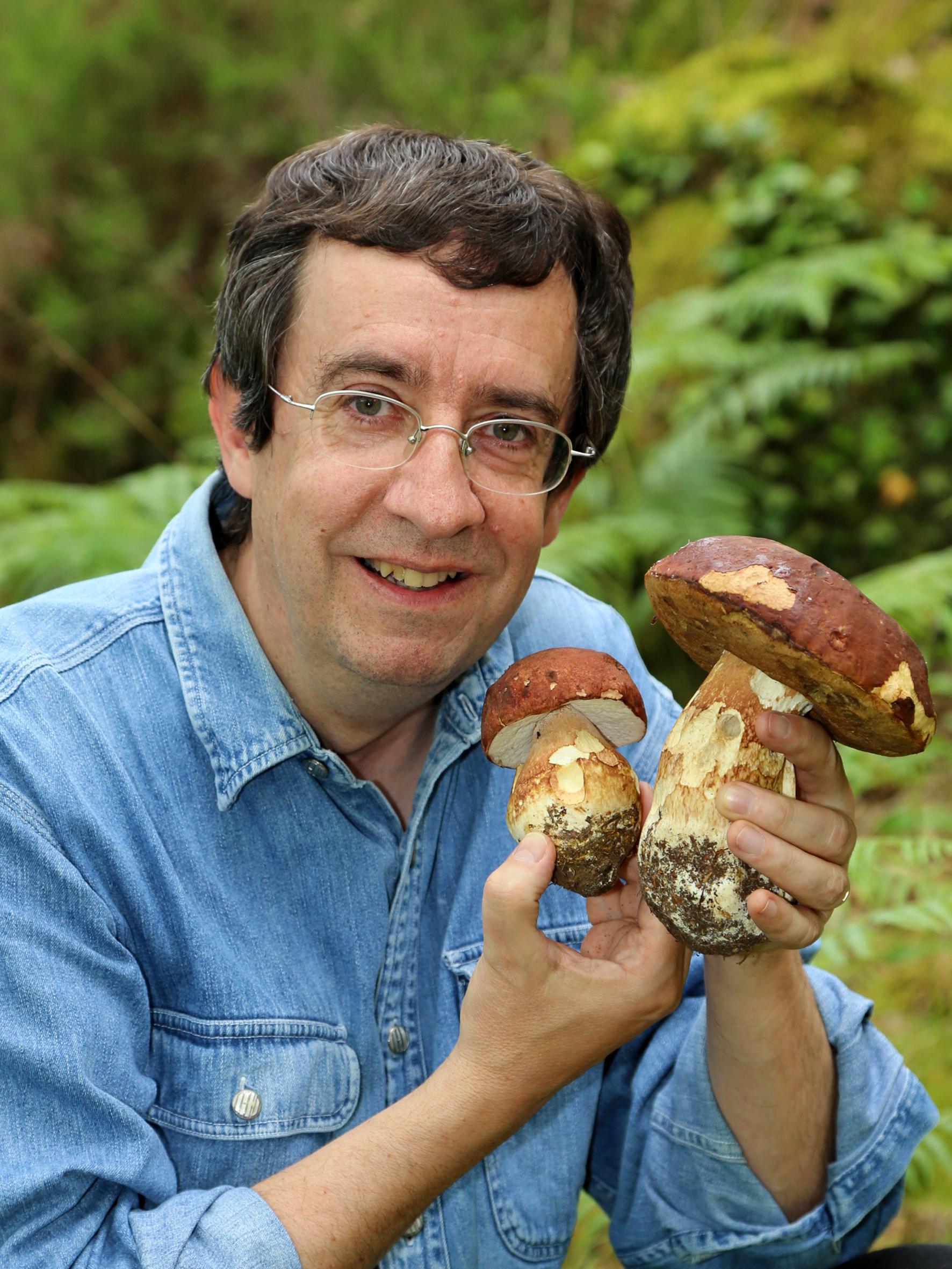 Photo de Benoit qui anime la Conférence le Monde insolite des champignons