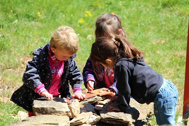 Accueil des scolaires sur le site des Mates Basses du Parc naturel régional du Haut-Languedoc
